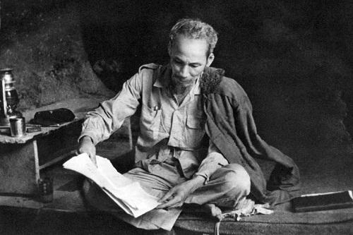 cam nghi ve bai tho canh khuya cua ho chi minh tuyet hay - Cảm nghĩ về bài thơ Cảnh khuya của Hồ Chí Minh tuyệt hay